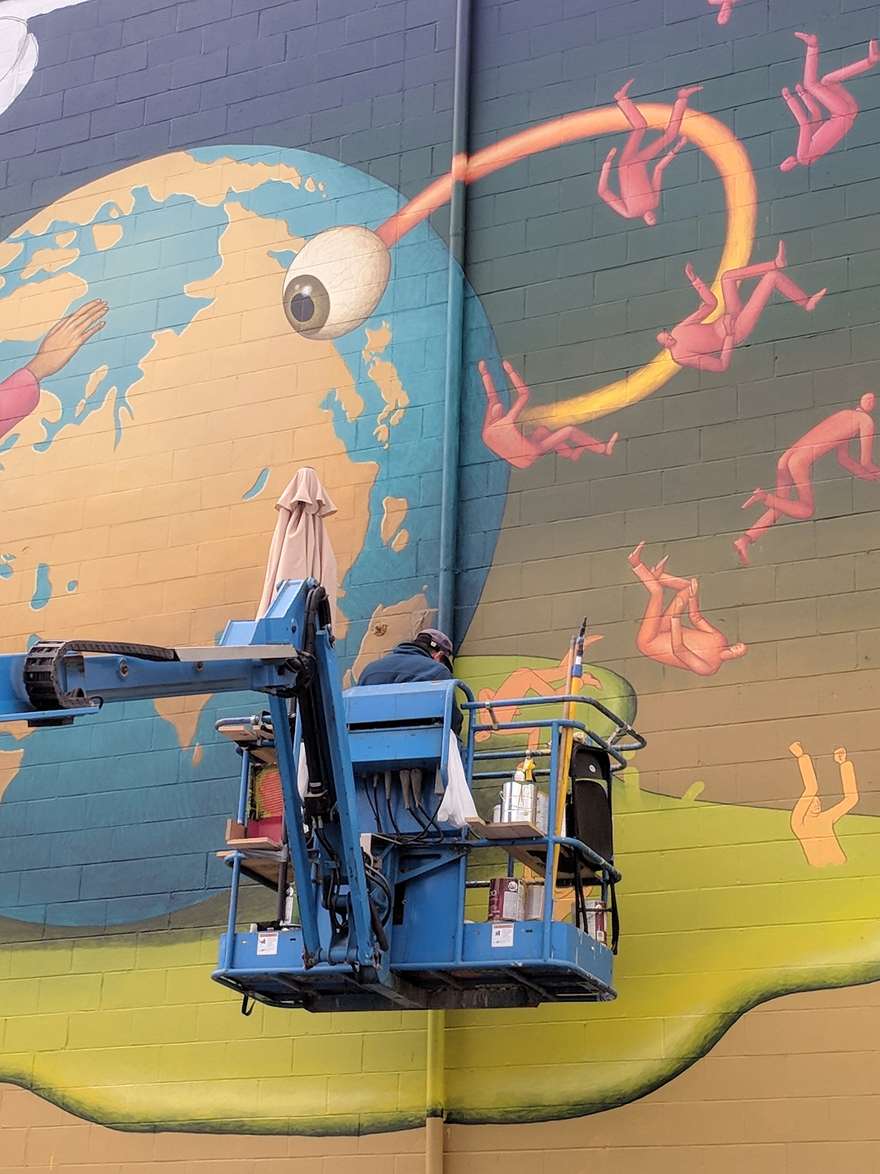 In august 2018 17 local national and international artists painted 17 murals on the walls of 16 sites as part of the concrete canvas rock bay mural